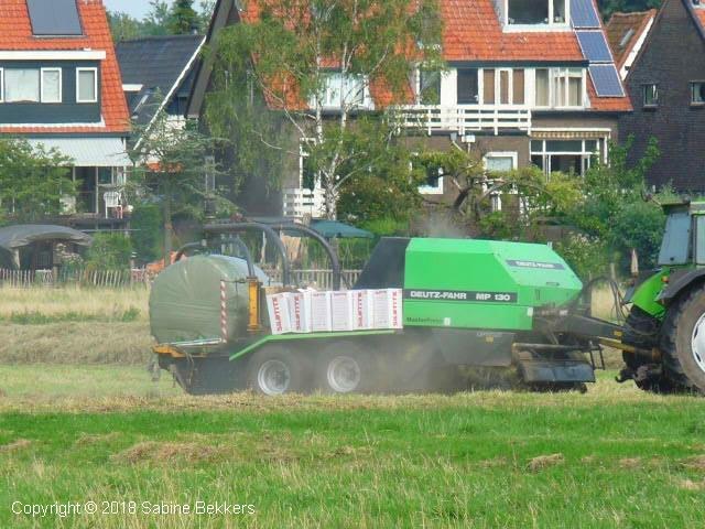 2009 8 5-8 Boer aan het werk (6)